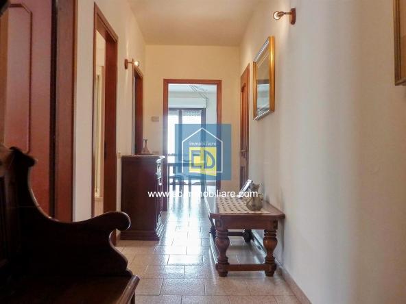Vendita-Carcare-Appartamento-ultimo-piano-in-ordine 02